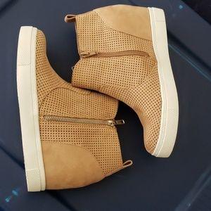 Ankle bootie/sneaker wedges